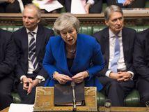 Brexit je chaos. Mayová ustála hlasovanie o dôvere
