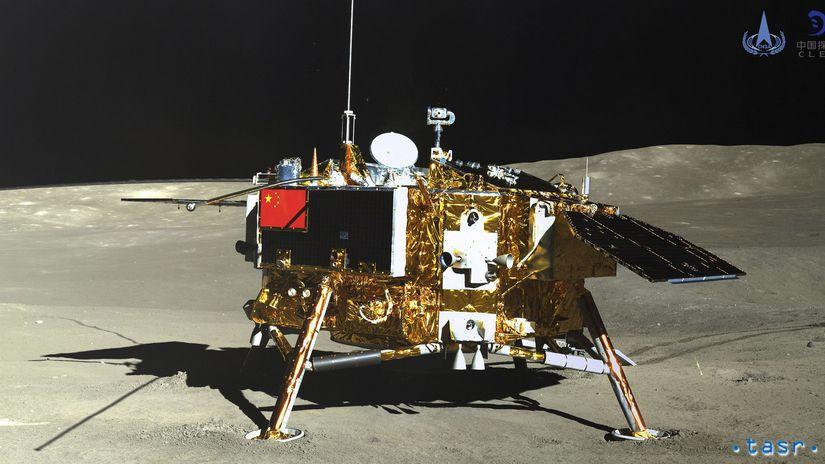 Čína vesmír Mesiac sonda rover fotografia...
