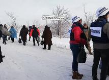 VIDEOKOMENTÁR: Exkluzívne z Ukrajiny. Tisíce ľudí idú do zóny bojov