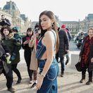 Modelka Madison Beer na prehliadke pánskej kolekcie Off-White (sezóna jeseň-zima 2019) v Paríži.