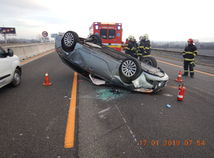 polícia, hasiči, nehoda, auto, diaľnica d1