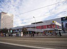 SR obchodný dom Kamenné námestie nový majiteľ BAX