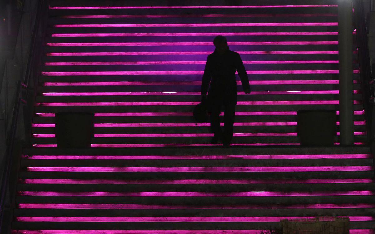 Južné Kórea, schody, muž, kráčanie, sám, samota, fialová, cestovanie,