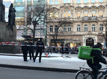 Na Václavskom námestí v Prahe sa zapálil muž, chcel skončiť ako Palach