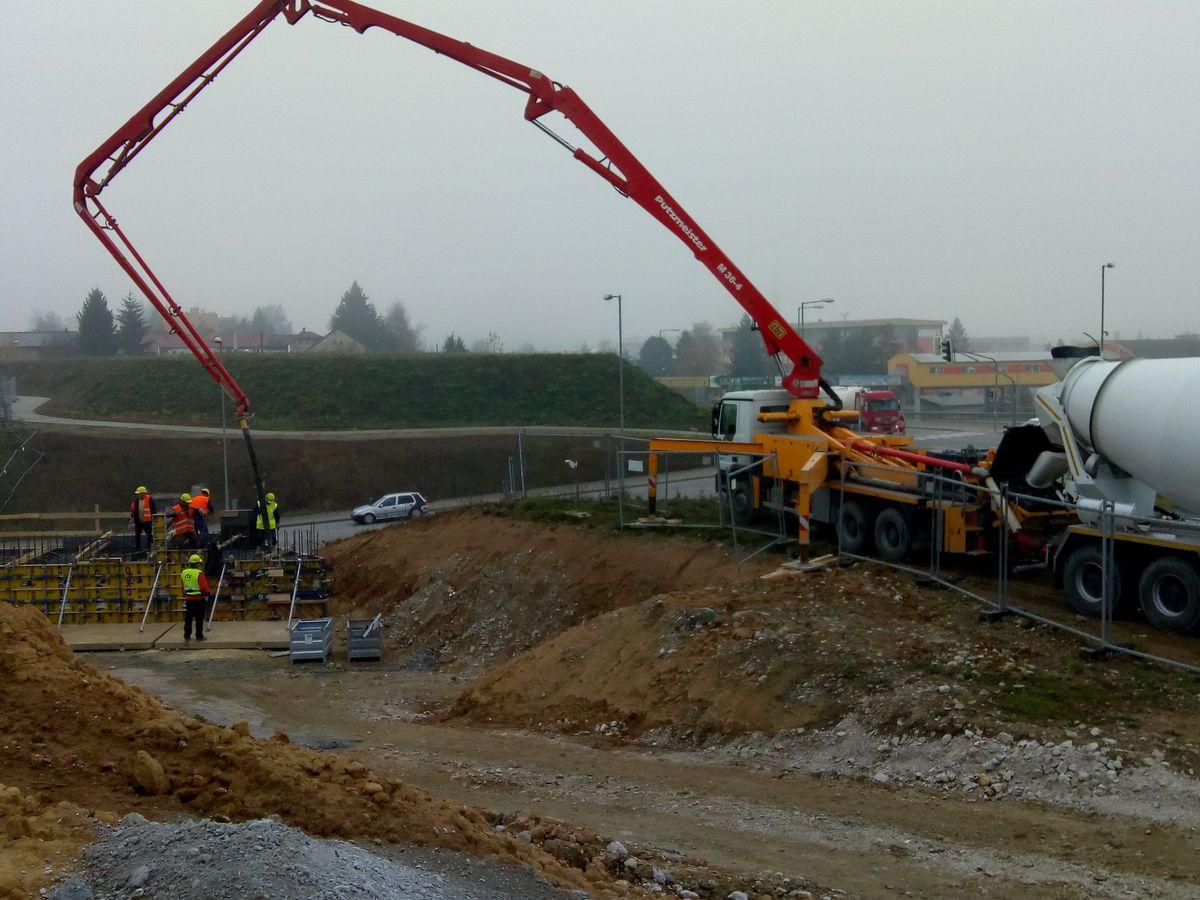 VIDEO  Výstavba diaľnice pri Žiline sa komplikuje. Pozrite si nové ... 9e6147182c
