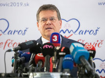 VIDEO: Šefčovič prijal ponuku Smeru a bude kandidovať za prezidenta