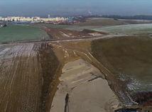 VIDEO: Výstavba diaľnice pri Žiline sa komplikuje. Pozrite si nové zábery