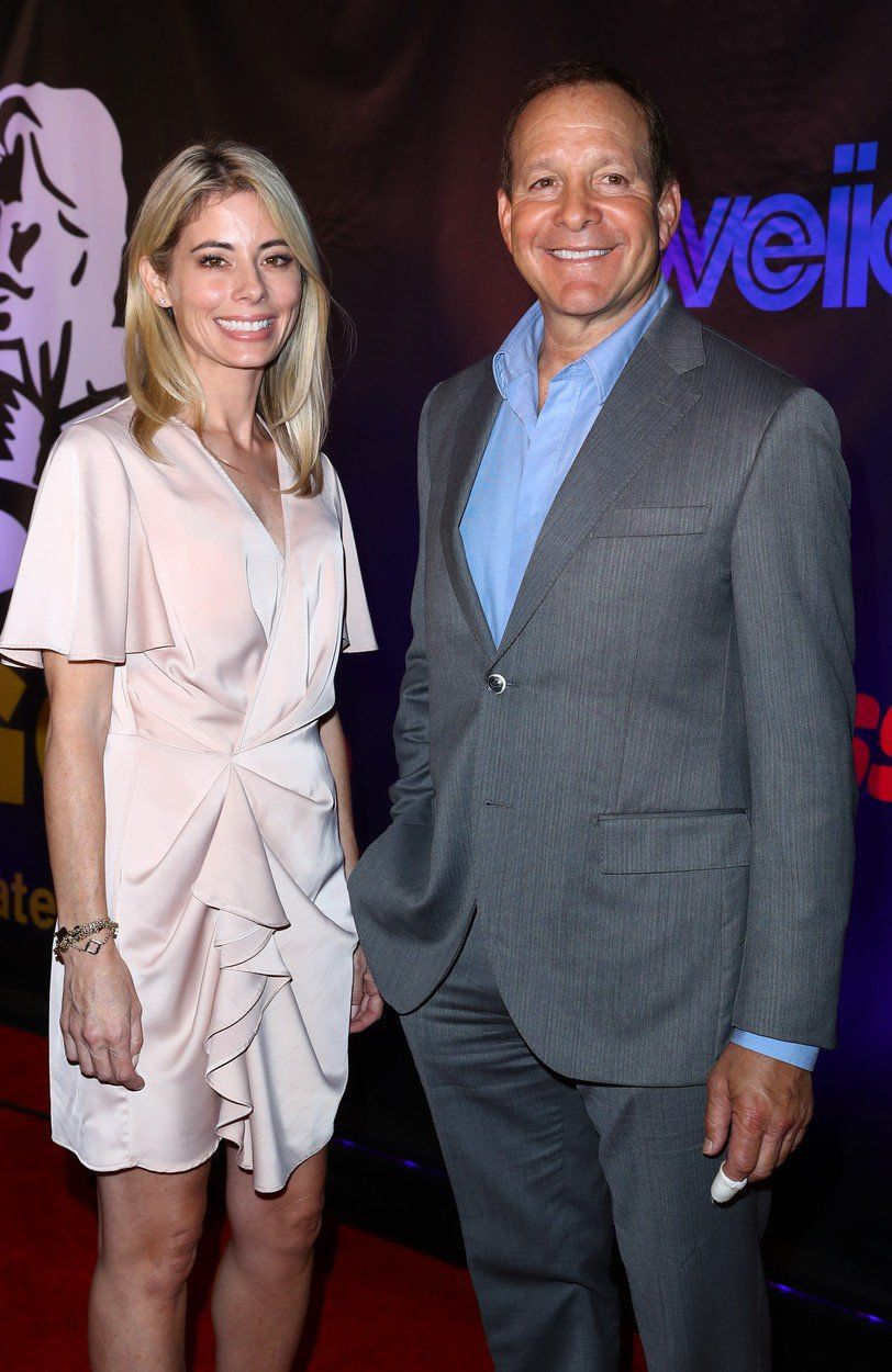 Emily Smith a Steve Guttenberg