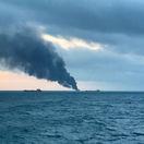 V Kerčskom prielive vybuchol tanker, zomrelo 14 ľudí