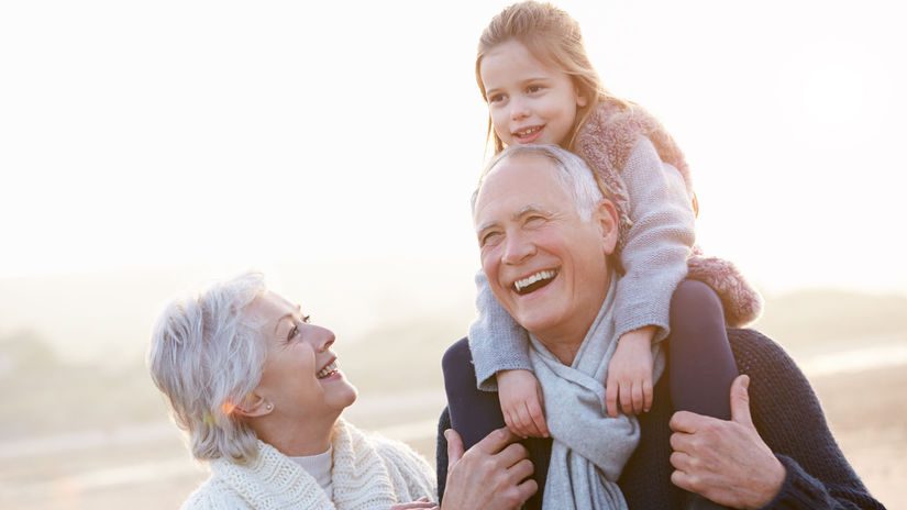 senior, staroba, dôchodok, dôchodca, vnúča, vnuk