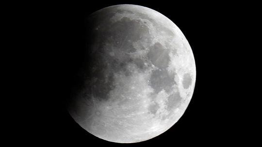 Mesiac, zatmenie