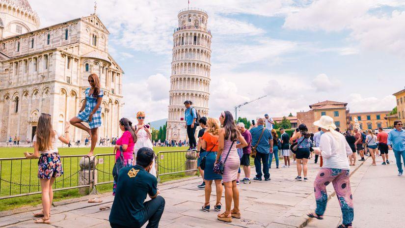 Pisa, Taliansko, šikmá veža v Pise, turisti,...