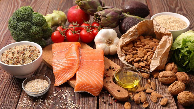 zdravé potravony, losos, zelenina, ovocie