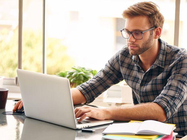 muž, notebook, práca