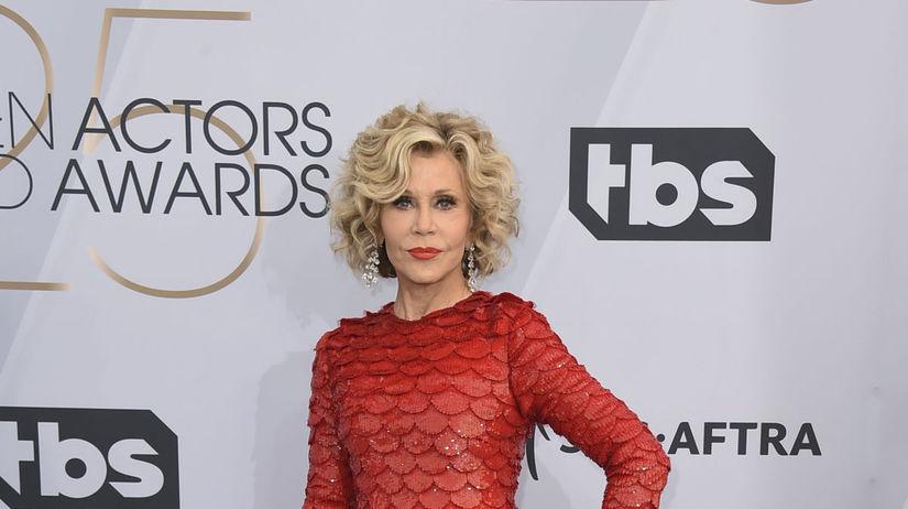 Herečka Jane Fonda v kreácii Valentino.
