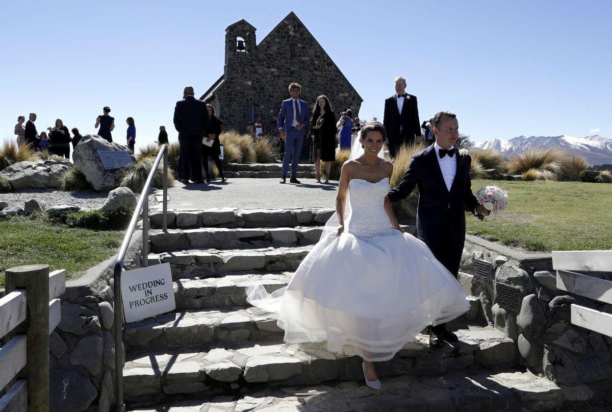 Nový Zéland, svadba, mladomanželia, prá, dvojica, sobáš, svadobné šaty, nevesta, ženích, kostol