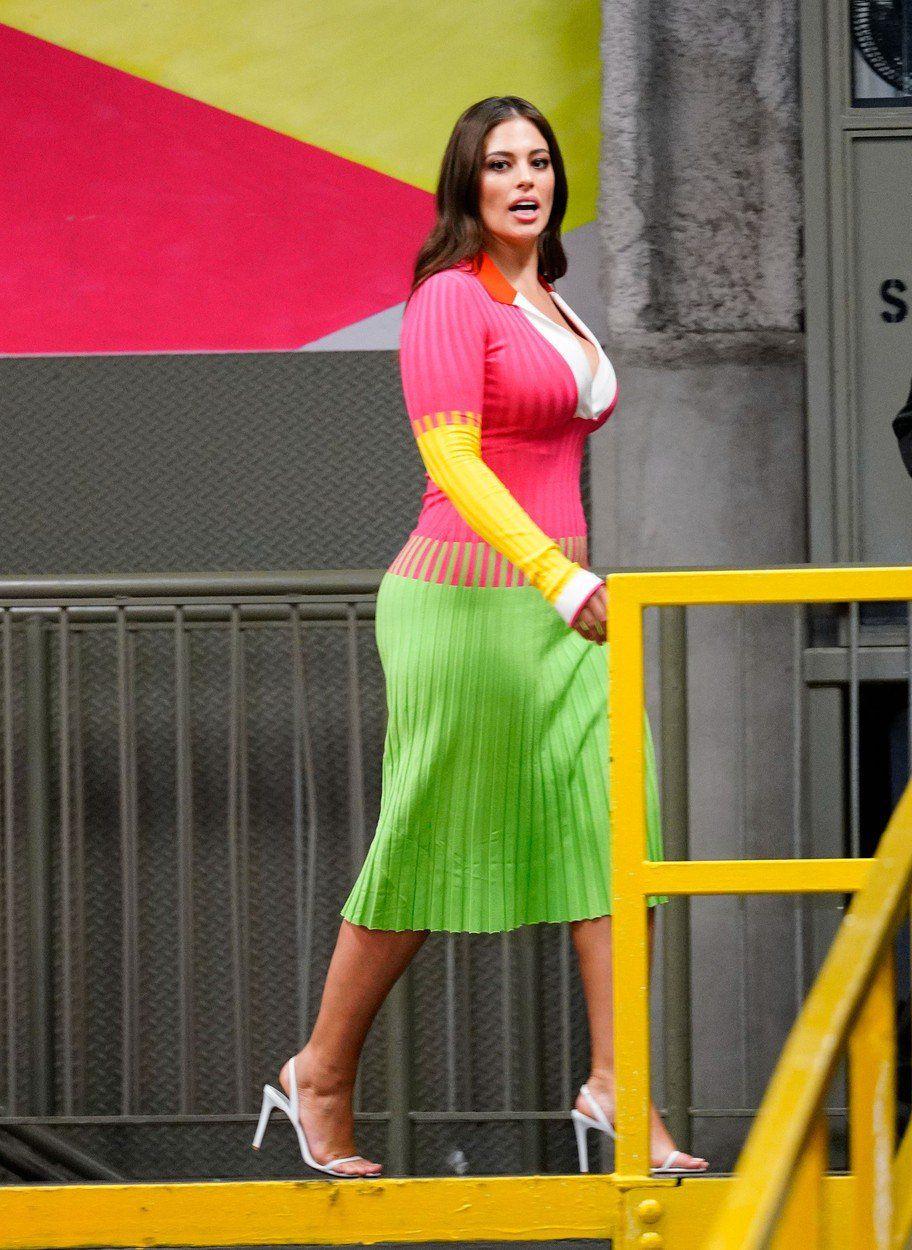 Ashley Graham vo farebných šatách z dielne. 54adf9b9ca