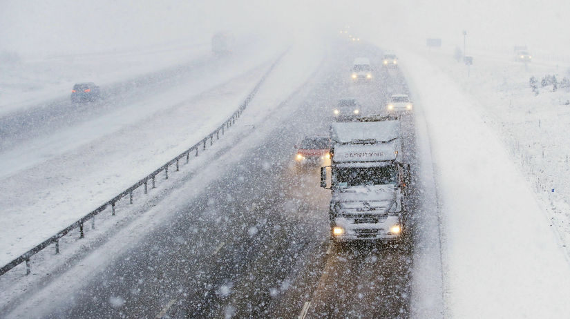Británia počasie sneh sneženie doprava diaľnica...