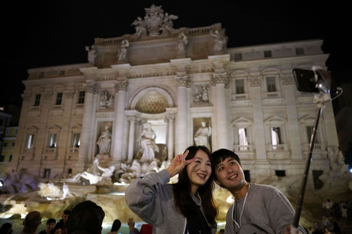 Taliansko, Rím, fotnáta di Trevi, turisti, fotka, selfie, cestovanie