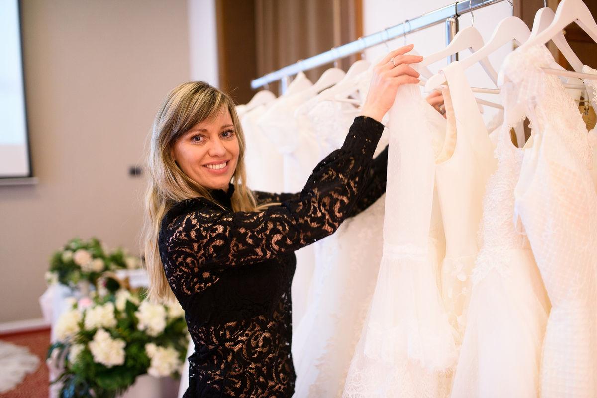 Svadobné šaty očarili Trenčín - navrhla ich aj manželka Miku ... 0cb70e75fa6