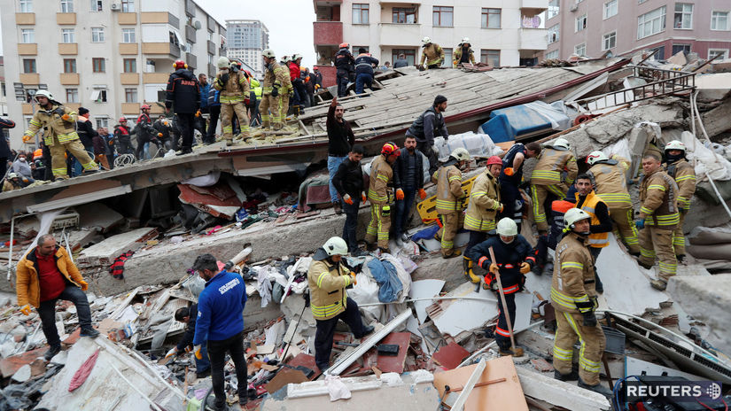 Turecko, istanbul, zrútenie budovy, záchranári