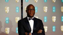 Barry Jenkins na vyhlásení cien BAFTA.
