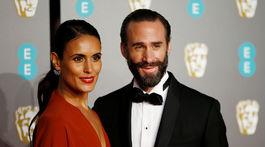 Herec Joseph Fiennes a jeho manželka Maria Dolores Dieguez.