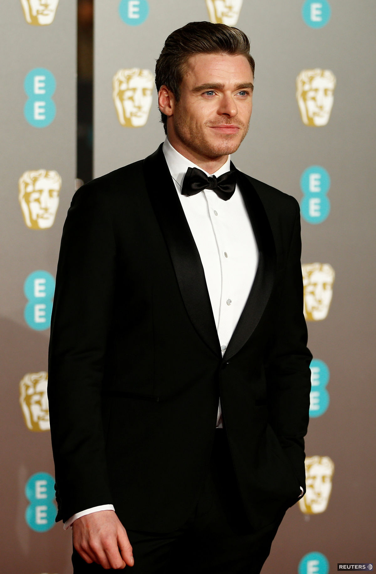 Herec Richard Madden na vyhlásení cien BAFTA.