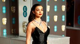 Herečka Amy Jackson prichádza na vyhlásenie cien BAFTA v Londýne.