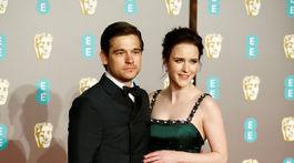 Herečka Rachel Brosnahan a jej manžel.