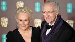 Nominovaná Glenn Close a jej kolega Jonathan Pryce.