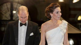 Princ William a jeho manželka Catherine v kreácii Alexander McQueen.