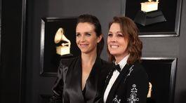 Hudobníčky Catherine Shepherd (vľavo) a Brandi Carlile.