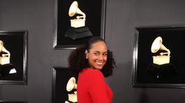 Speváčka Alicia Keys si obliekla červené šaty od Giorgia Armaniho.