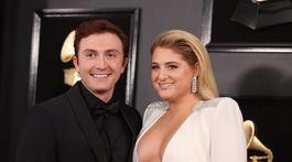 Speváčka Meghan Trainor a jej snúbenec Daryl Sabara.