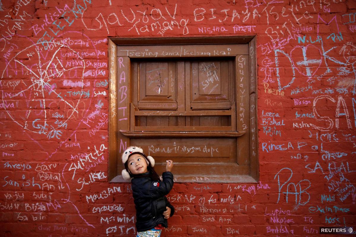 Nepál, dieťa, stena, múr, písanie