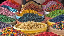Marrákeš, Maroko, sušené ovocie, koreniny, korenie, trh, trhovisko, vrecia