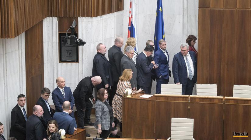 parlament, odlozene verejne hlasovanie,