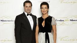 Herec a moderátor večera Martin Dejdar s manželkou.