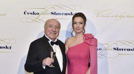Hudobník Félix Slováček (vľavo) s partnerkou Luciou Gelemovou.