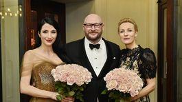 Jeden z organizátorov Česko-slovenského plesu Lumír Mati a dve dámy, ktoré sa zaslúžili aj o charitatívny rozmer plesu - Lucia Hablovičová (vľavo) a Martina Šmuková.