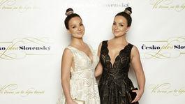 Sestry Daniela a Veronika Nízlové v šatách od dizajnéra Tarika Ediza.