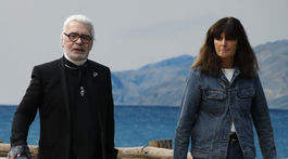 Riaditeľka kreatívneho štúdia značky Chanel Virginia Viard by sa mala stať dočasnou zástupkyňou zosnulého nemeckého módneho návrhára Karla Lagerfelda.