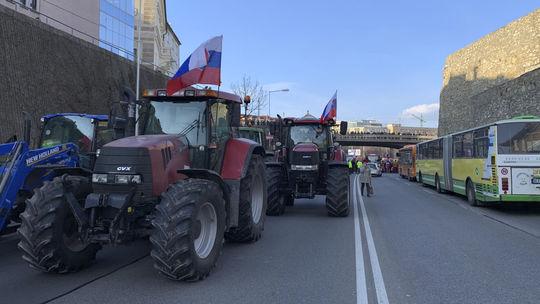 Bratislava Protest Farmári traktor staromestská