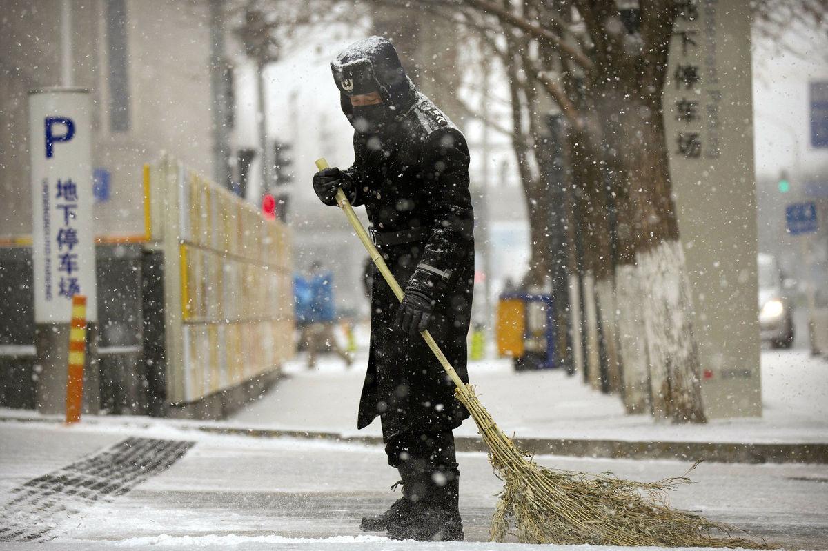 Čína, zima, sneh, zametanie, metla