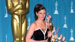 Herečka Julia Roberts na zábere z roku 2001 v kreácii Valentino.