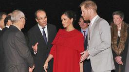 Princ Harry a vojvodkyňa Meghan zo Sussexu na letisku v marockej Casablance.