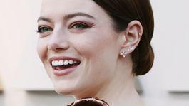 12 najlepších účesov a líčení z Oscarov - Emma Stone