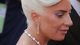 12 najlepších účesov a líčení z Oscarov - Lady Gaga