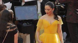 Herečka Constance Wu v kreácii Atelier Versace.